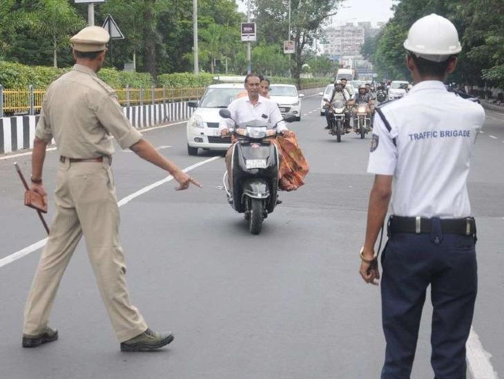 सूरत में ट्रैफिक पुलिस 21 दिनों तक नहीं वसूलेगी जुर्माना, लोगों की आर्थिक समस्याओं को देखते हुए लिया फैसला|गुजरात,Gujarat - Dainik Bhaskar