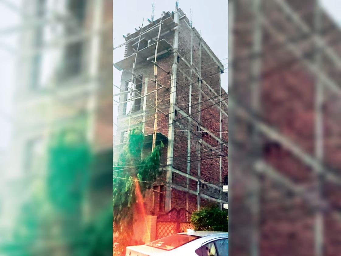 नियमों के खिलाफ ग्रीन एवेन्यू में 150 गज में निर्माणाधीन बहुमंजिला इमारत। - Dainik Bhaskar