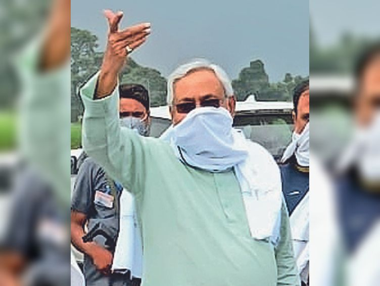 मुख्यमंत्री नीतीश कुमार ने मंगलवार को वज्रपात से मरने वालाें के परिजनों को तत्काल चार-चार लाख रुपए की सहायता देने का आदेश दिया। - Dainik Bhaskar