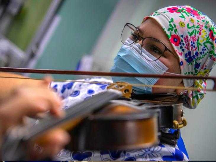नर्स इलाज के साथ मरीजों के लिए मॉरल सपोर्ट का भी काम कर रही हैं।
