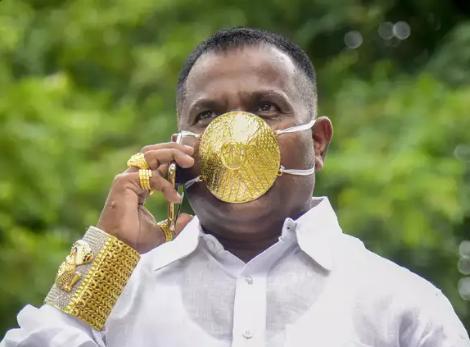सूरत के कारोबारी ने बनाया 4 लाख रुपए वाला डायमंड मास्क, इसे व्हाइट गोल्ड और असली हीरों से तैयार किया