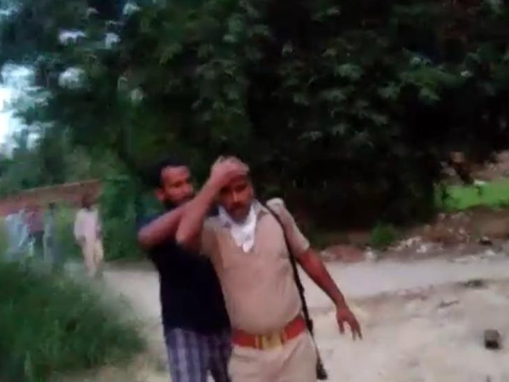 प्रतापगढ़ में विवाद सुलझाने पहुंची पुलिस टीम पर हमला; आरोपियों ने वर्दी फाड़ी, तीन सिपाही घायल|उत्तरप्रदेश,Uttar Pradesh - Dainik Bhaskar