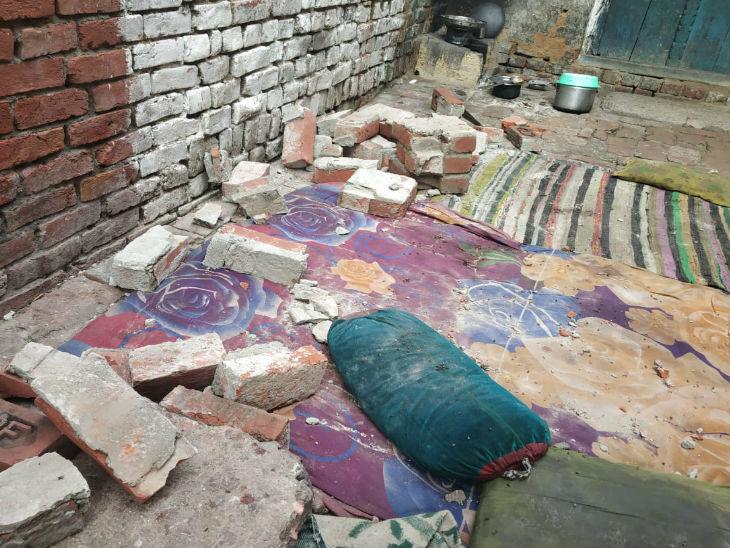 शाहजहांपुर में बंदरों के हिलाने से दीवार गिरी, आंगन में सो रहे एक ही परिवार के 5 लोगों की मौत|उत्तरप्रदेश,Uttar Pradesh - Dainik Bhaskar