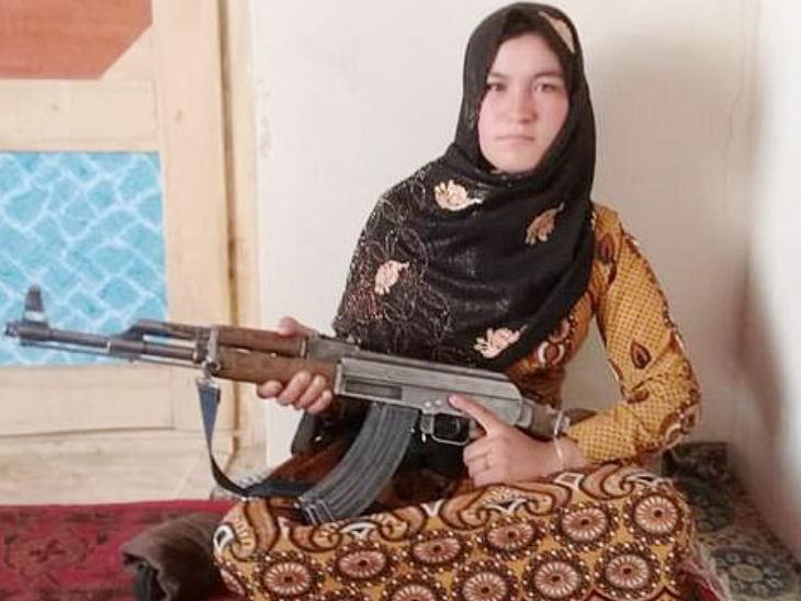 Afghanistan Girl Kills 2 Taliban Fighters After Parents Murdered | माता-पिता की हत्या के बाद अफगानी लड़की ने एक-47 से तालिबान के 2आतंकियों को मार गिराया, कई भागने पर मजबूर