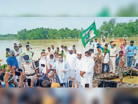 बिहार सरकार राहत पहुंचाने के नाम पर घोटाला कर रही है, हर साल बाढ़ से विस्थापित होते हैं लोग : तेजस्वी मधुबनी,Madhubani - Dainik Bhaskar
