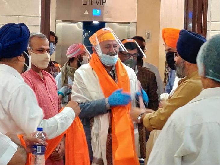 भारत पहुंचने पर सभी सिखों का स्वागत किया गया। इस दौरान भाजपा और अकाली दल के कुछ नेता भी मौजूद रहे।
