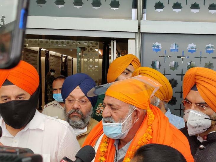 भारत पहुंचने के बाद निदान सिंह ने बताया कि आतंकी हमेशा मेरी तरफ बंदूक ताने रहते थे।भारत में उनके धर्म को किसी तरह का खतरा नहीं है। उनकी मां-बहनें बिना किसी डर के यहां घूम सकती हैं।