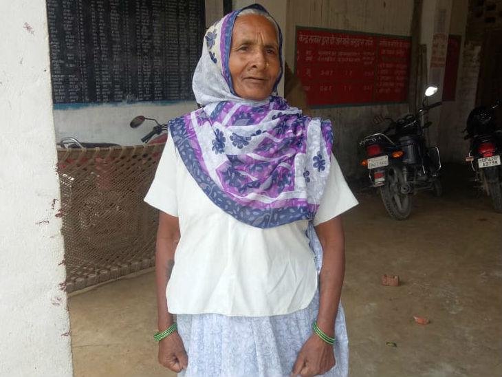 80 साल की शकुंतला बताती हैं कि हमारे गांव में सब मिलकर रहते हैं, यहां कोई दंगा नहीं होता है।