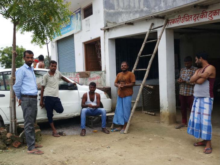 गांव के युवाओं का कहना है कि कुछ ऐसा बनाया जाए ताकि उन्हें रोजगार मिल सके और लोगों को बाहर कमाने के लिए नहीं जाना पड़े।
