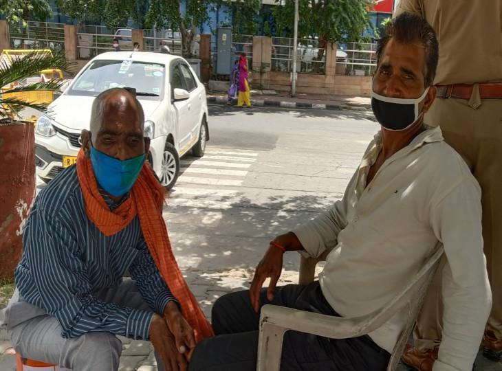 By the help of google jaipur traffic Policeman introduced two missing brothers in lockdown who were separated nine years ago in kota rajasthan   लॉकडाउन में ट्रैफिक पुलिसकर्मी ने डेढ़ महीने तक गूगल सर्च पर की खोजबीन, नौ साल पहले बिछुड़े दो भाइयों को मिलवाया