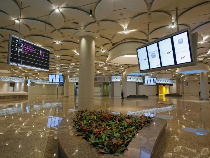 मुंबई एयरपोर्ट का संचालन मुंबई इंटरनेशनल एयरपोर्ट लिमिटेड कंपनी करती है, इसमें जीवीके भी पार्टनर है। (फाइल फोटो) - Dainik Bhaskar