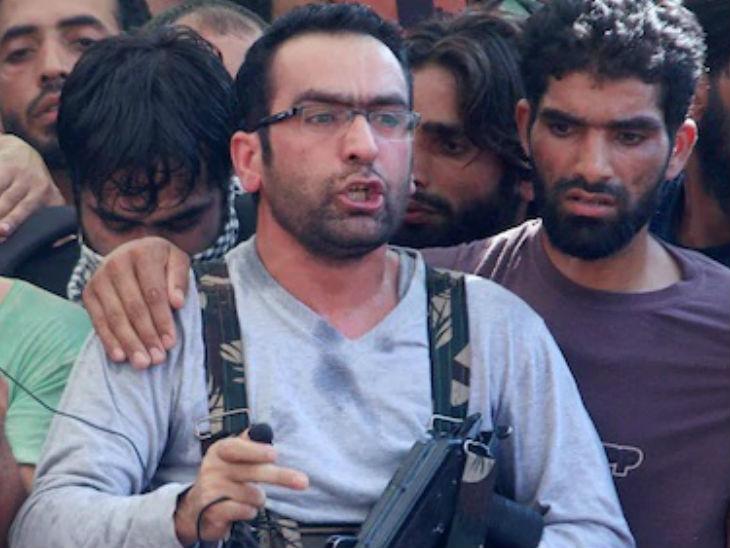 इस साल मई महीने में सुरक्षाबलों ने हिजबुल के कमांडर रियाज नायकू को मार गिराया था।