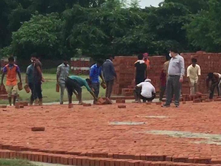 Ayodhya Ram Mandir News, Bhoomi Pujan Program Updates On Shriram Janmabhoomi Teerth Kshetra Trust   दिवाली जैसे उत्सव की तैयारी कर रहा श्रीराम जन्मभूमि ट्रस्ट; लड्डुओं के एक लाख पैकेट प्रसाद में बांटे जाएंगे