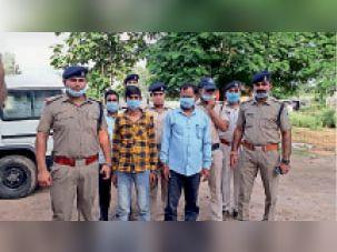 यूपी के एटा से बोरियों में हथियार भरकर जिले में बेचने आए दो तस्कर गिरफ्तार|दतिया,Datiya - Dainik Bhaskar