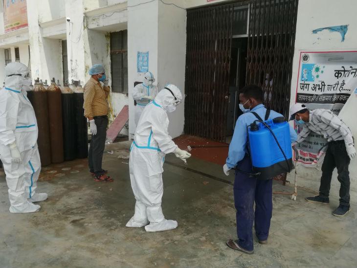 5 अगस्त को भूमिपूजन के लिए पीएम मोदी अयोध्या आ रहे हैं। सहायक पुजारी के संक्रमित होने के बाद सुरक्षा को लेकर विशेष ध्यान दिया जा रहा है।