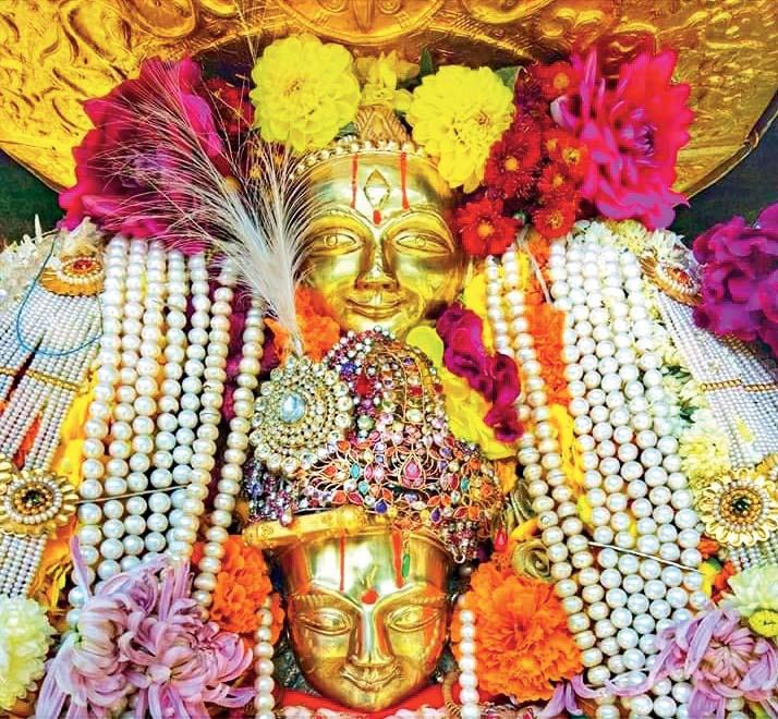 प्रतिमा में ऊपर शृंग ऋषि और नीचे शांता देवी का चेहरा है।
