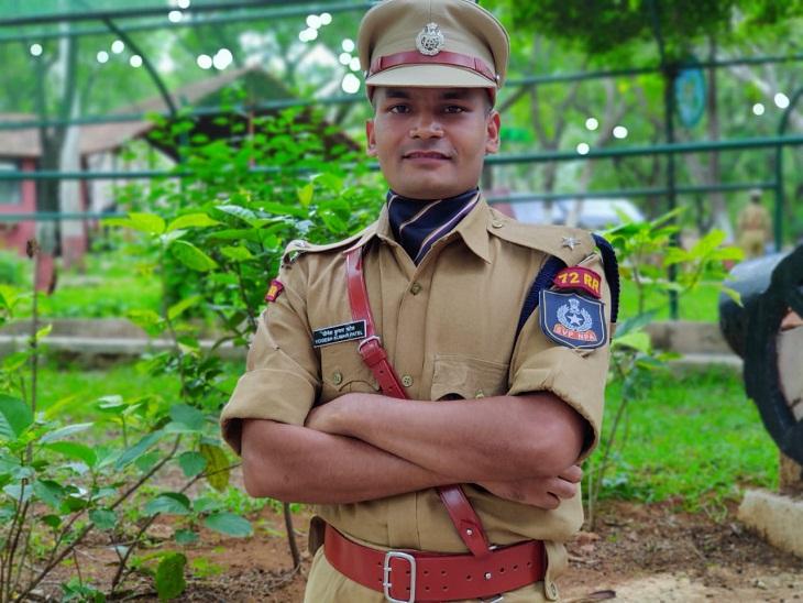 तस्वीर योगेश पटेल की है, जल्द ही छत्तीसगढ़ के किसी जिले में बतौर पुलिस अधिकारी काम करते नजर आएंगे।