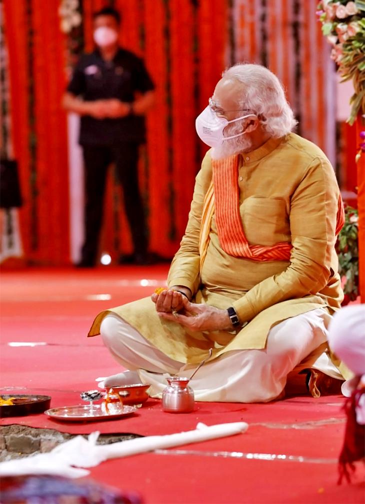 प्रधानमंत्री नरेंद्र मोदी ने भूमि पूजन के बाद राम मंदिर निर्माण का संकल्प लिया।