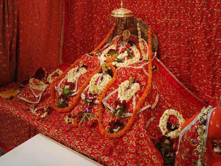 आज भूमिपूजन का कार्यक्रम था। भगवान रामलला को सजाया गया, उनका श्रृंगार किया गया।