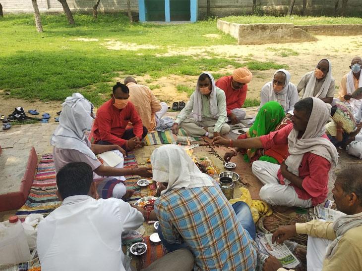 अखिल भारत वर्षीय नाथ समाज रेवाड़ी की टीम ने श्रीराम मंदिर भूमि पूजन के शुभ अवसर पर हवन करते हुए।