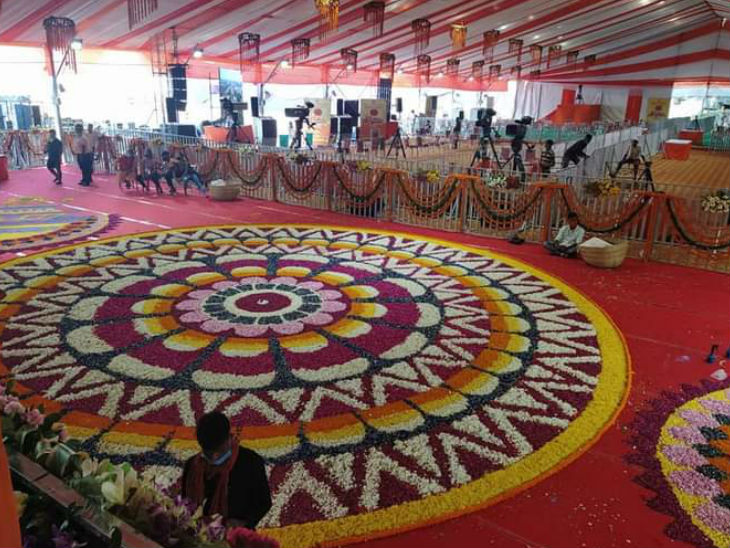 भूमिपूजन को लेकर अयोध्या नगरी में चारो तरफ रंगोली बनाई गई थी।