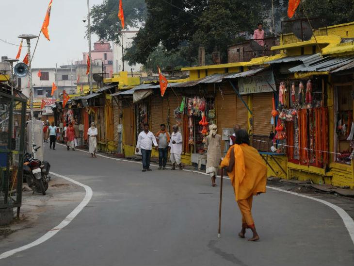 भूमिपूजन में बुलाए मेहमानों के और अयोध्या के लोगों को आईकार्ड दिखाने के बाद ही शहर में एंट्री मिलेगी।