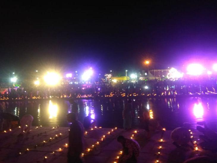 अयोध्या में दूसरे दिन भी दीपावली जैसा माहौल दिखाई दिया।