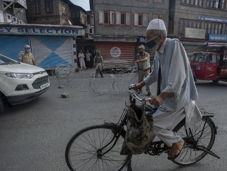 कश्मीर में वैसे तो लॉकडाउन लगना कोई नई बात नहीं है। लेकिन, पहले अनुच्छेद 370 और फिर कोरोनावायरस की वजह से लगे लॉकडाउन ने यहां की इकोनॉमी की कमर तोड़ दी।