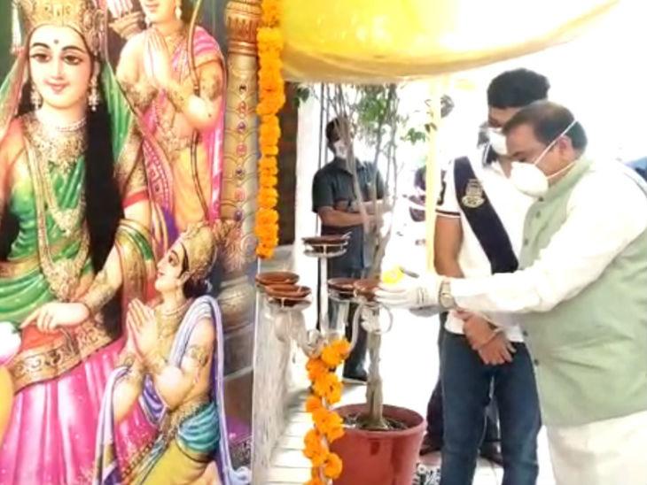 मंत्री भूपेंद्र सिंह ने अपने ही घर पर श्रीराम दरबार सजाया।