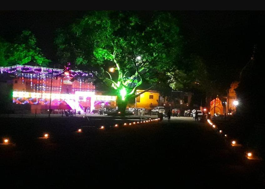 सीहोर में मंदिरों का आकर्षक साज-सज्जा की गई है।