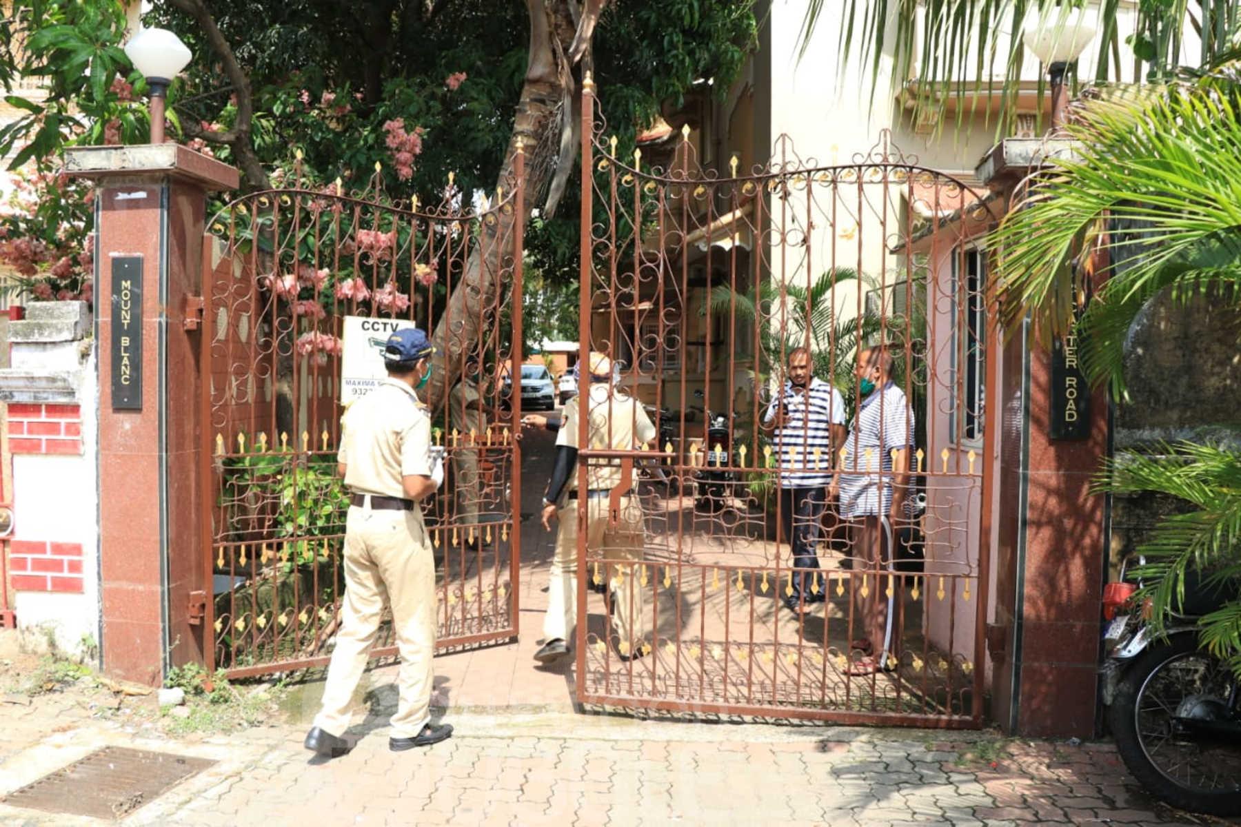 चाबी बनाने वाले को बुलाकर खोला गया था सुशांत के कमरे का दरवाजा।