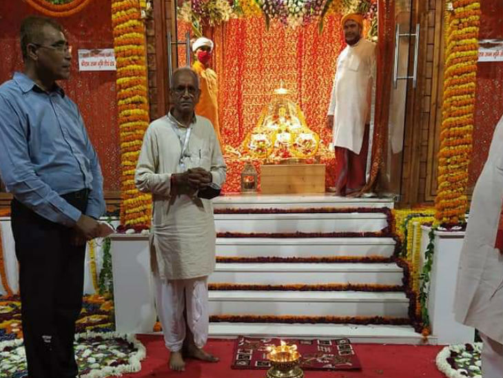 राम जन्मभूमि तीर्थ क्षेत्र ट्रस्ट के महासचिव चंपत राय भूमिपूजन से पहले तैयारियों का जायजा लेते हुए।