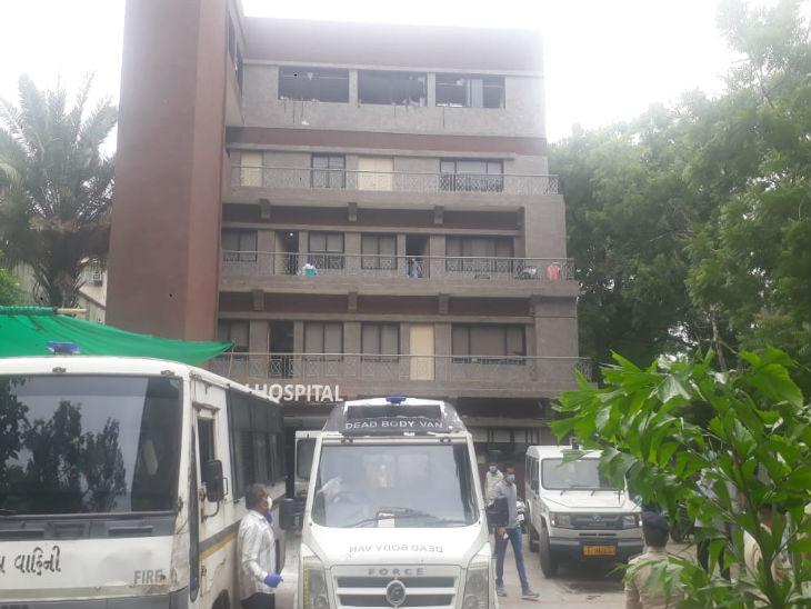 हादसे के बाद मरीजों को नजदीक के एसवीपी अस्पताल में शिफ्ट किया गया।