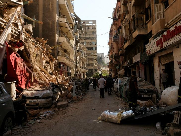 विस्फोट में 135 लोगों की जान चली गई। हादसे के बाद घरों और गलियों का हाल।