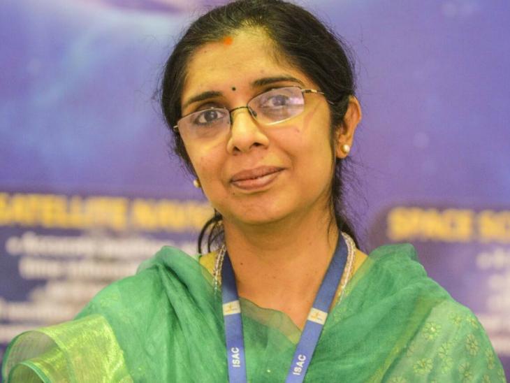 पढ़ाई पूरी होने के बाद नंदिनी की पहली नौकरी इसरो में ही लगी।