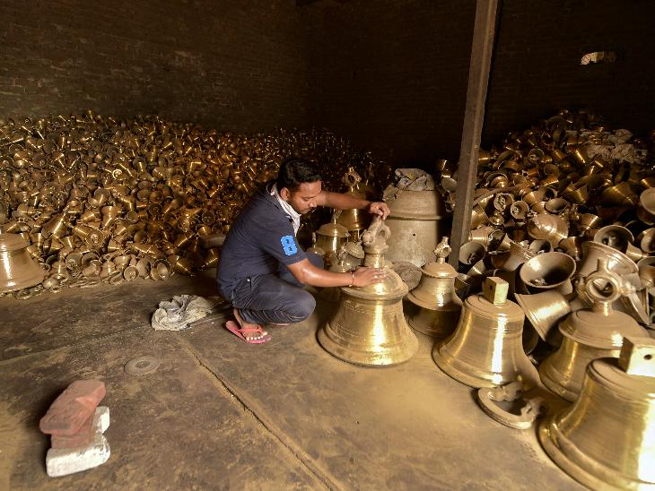 25 लोगों की टीम करीब एक महीने से इस काम में जुटी है। टीम में हिंदू और मुस्लिम दोनों धर्म के लोग शामिल हैं।