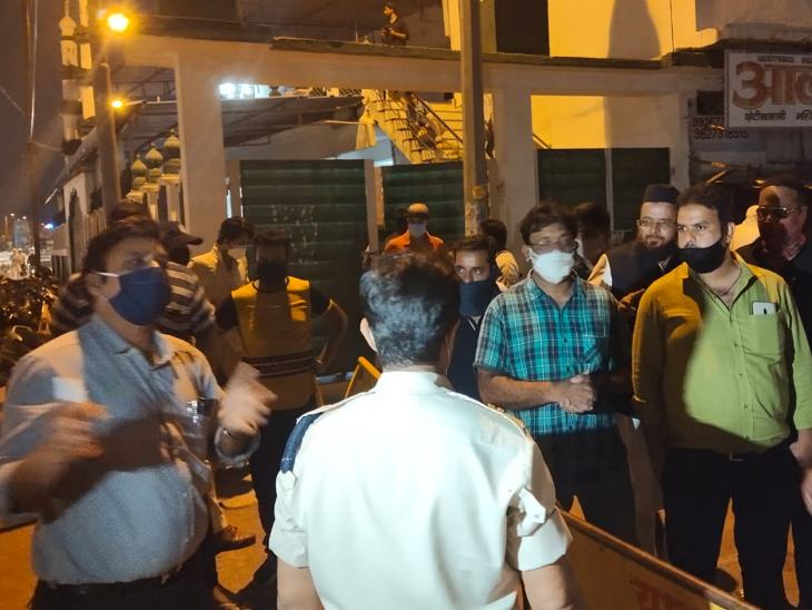 एडीएम ने भीड़ को जाने के लिए कहा, जिसके बाद वहां मौजूद लोग लौट गए।