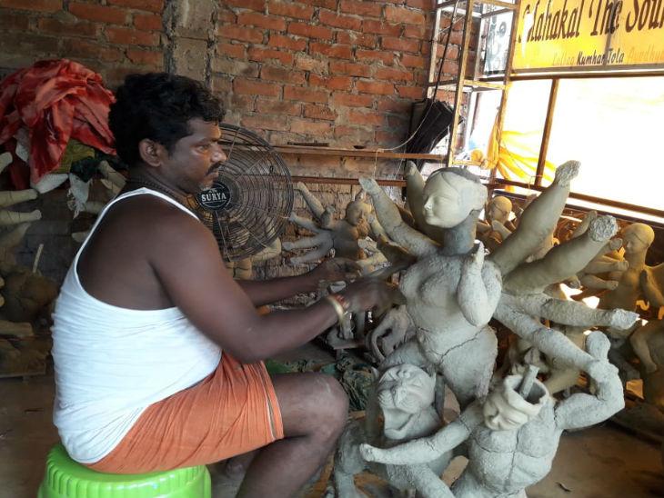 अयोध्या में इस साल नहीं आए कोलकाता के मूर्तिकार, सार्वजनिक स्थलों पर श्रीकृष्ण जन्माष्टमी व गणेश महोत्सव पर लगी रोक|उत्तरप्रदेश,Uttar Pradesh - Dainik Bhaskar