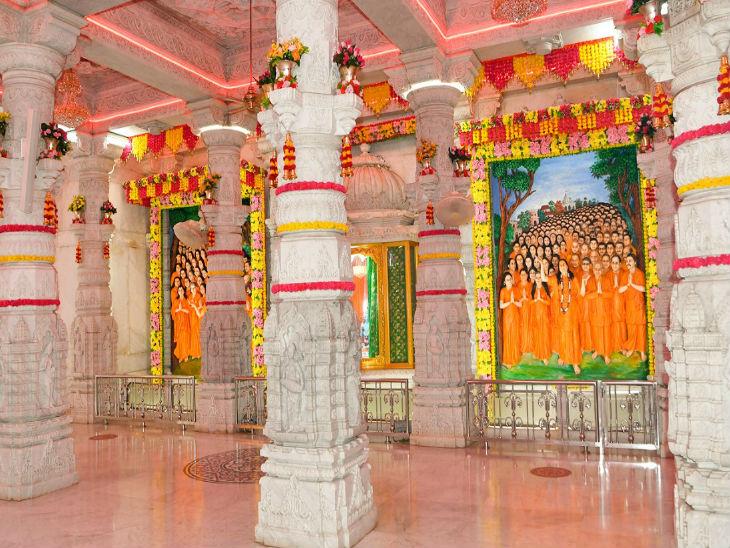 जन्माष्टमी को लेकर मंदिरों को सजाया गया है।