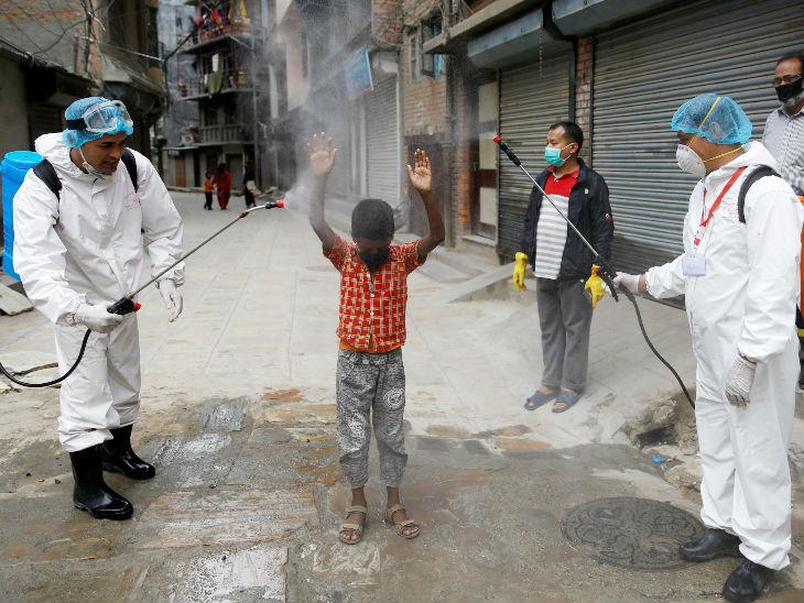 नेपाल ने घरेलू और अंतरराष्ट्रीय उड़ानों पर 31 अगस्त तक रोक लगाई, अमेरिकी बच्चों में संक्रमण के 90% मामले बढ़े; दुनिया में अब तक 2.03 करोड़ केस|विदेश,International - Dainik Bhaskar