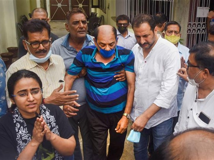 Sushant Sister Mitu Singh | Sushant Singh Rajput Family Issued Statement On His Son Death Case | कहा- बदमाशों के झुंड से घिरा था सुशांत, पैसों के दम पर वापस आया हनी ट्रैप गैंग; कीचड़ उछाल कर बदनाम कर रहे हैं लोग