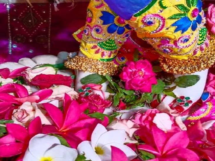 तस्वीर रायपुर की है। इस्कॉन मंदिर में जन्माष्टमी के मौके पर हर साल विशेष पूजा का आयोजन होता है।