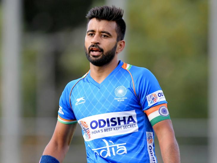 Five COVID-19 positive hockey players have been shifted to a hospital in Bengaluru as a precautionary measure after striker Mandeep Singh was transferred to the facility | मंदीप के बाद कप्तान मनप्रीत समेत 5 कोरोना पॉजिटिव खिलाड़ियों को एहतियातन अस्पताल में शिफ्ट किया गया, साई ने कहा- सभी खिलाड़ियों का स्वास्थ्य ठीक