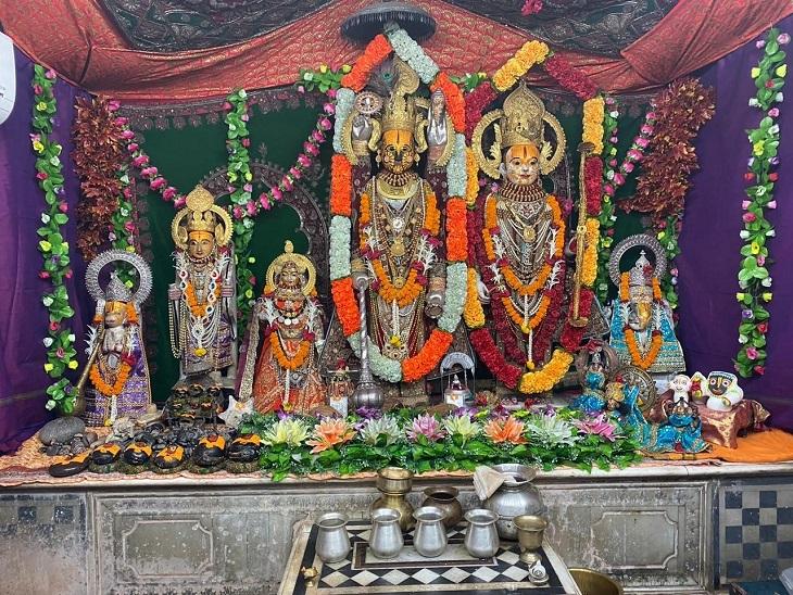 तस्वीर दूधाधारी मठ रायपुर की है। भगवान की प्रतिमा को सोने के आभूषणों से सजाया गया है। साल में रामनवमी और जन्माष्टमी के मौके पर ही यह स्वर्ण श्रृंगार होता है।
