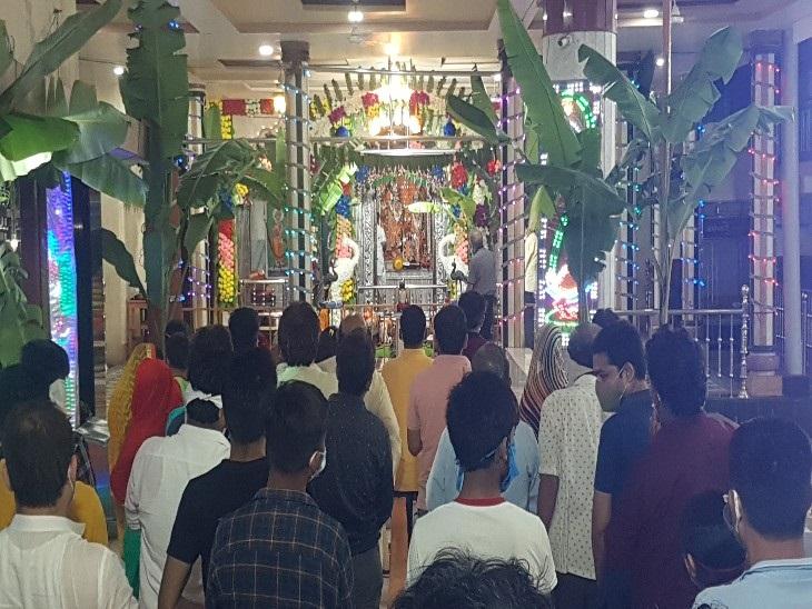 रायपुर स्थित श्री गोपाल मंदिर सदर बाजार में पहुंचे भक्तों ने भगवान श्रीकृष्ण का जन्मोत्सव मनाया और पूजन किया।