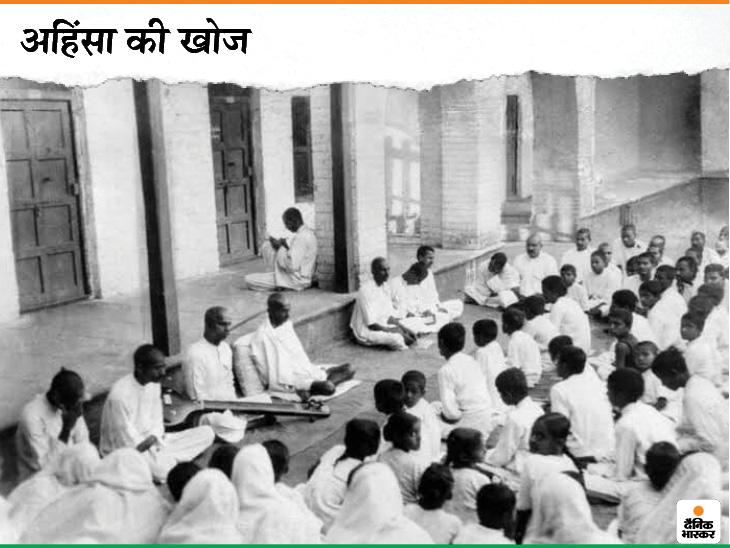 """दांडी मार्च शुरू करने से एक दिन पहले 11 मार्च 1930 को गांधीजी ने भाषण दिया था। इसमें उन्होंने कहा था, """"हमने विशेष रूप से एक अहिंसात्मक संघर्ष की खोज में, अपने सभी संसाधनों का उपयोग करने का संकल्प किया है। क्रोध में कोई भी गलत निर्णय न लें।"""""""