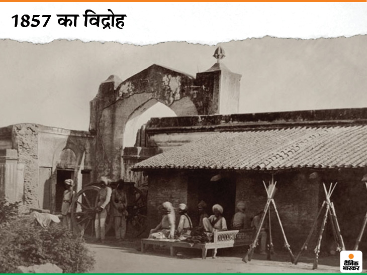 ये फोटो 1857 के विद्रोह से पहले की है। उस समय अंग्रेज जिस कारतूस का इस्तेमाल करते थे, उसमें गाय और सुअर की चर्बी का इस्तेमाल होता था। इसे दांत से खींचना पड़ता था। ब्रिटिश सेना में शामिल भारतीय सैनिकों ने ऐसा करने से मना कर दिया था। उसी के बाद विद्रोह हुआ।