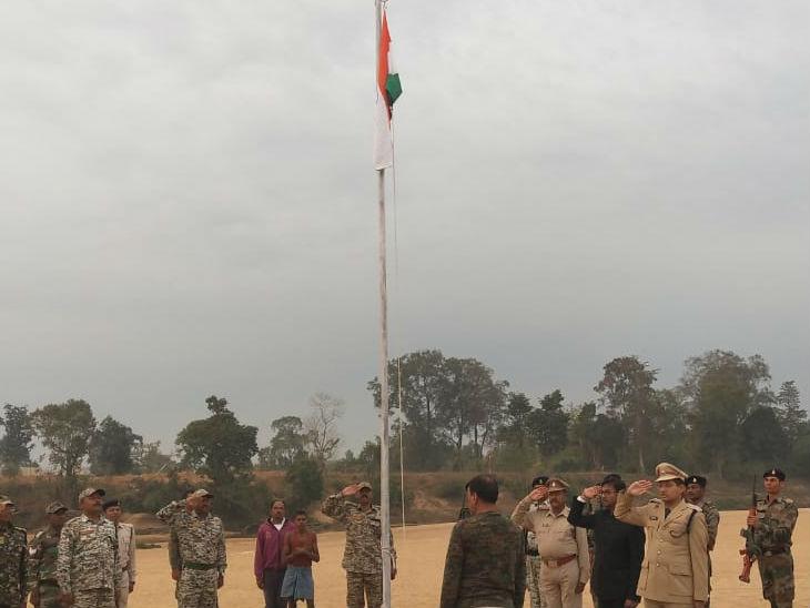 26 जनवरी 2019 को धुर नक्सलगढ़ गांव रहे पाहुरनार व छिंदनार की सरहद इंद्रावती नदी के बीच एसपी डॉ अभिषेक पल्लव ने तिरंगा फहराया था।