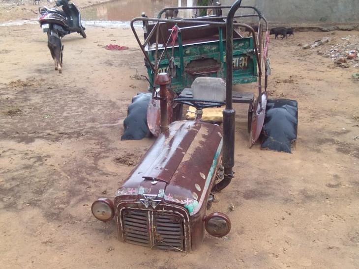 तेज बारिश के साथ आई मिट्टी में दबे सैकड़ों वाहन, पार्किंग में खड़ी कारों की सिर्फ छतें नजर आई|राजस्थान,Rajasthan - Dainik Bhaskar