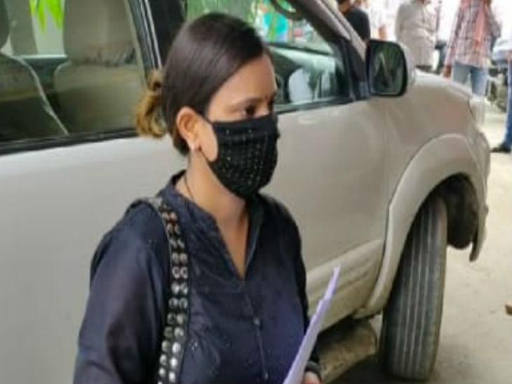 विधायक विजय मिश्रा की गिरफ्तारी के बाद उनकी बेटी आई सामने, कहा- विकास दुबे की तरह गाड़ी नहीं पलटनी चाहिए, कहीं हो ना जाए एनकाउंटर|उत्तरप्रदेश,Uttar Pradesh - Dainik Bhaskar